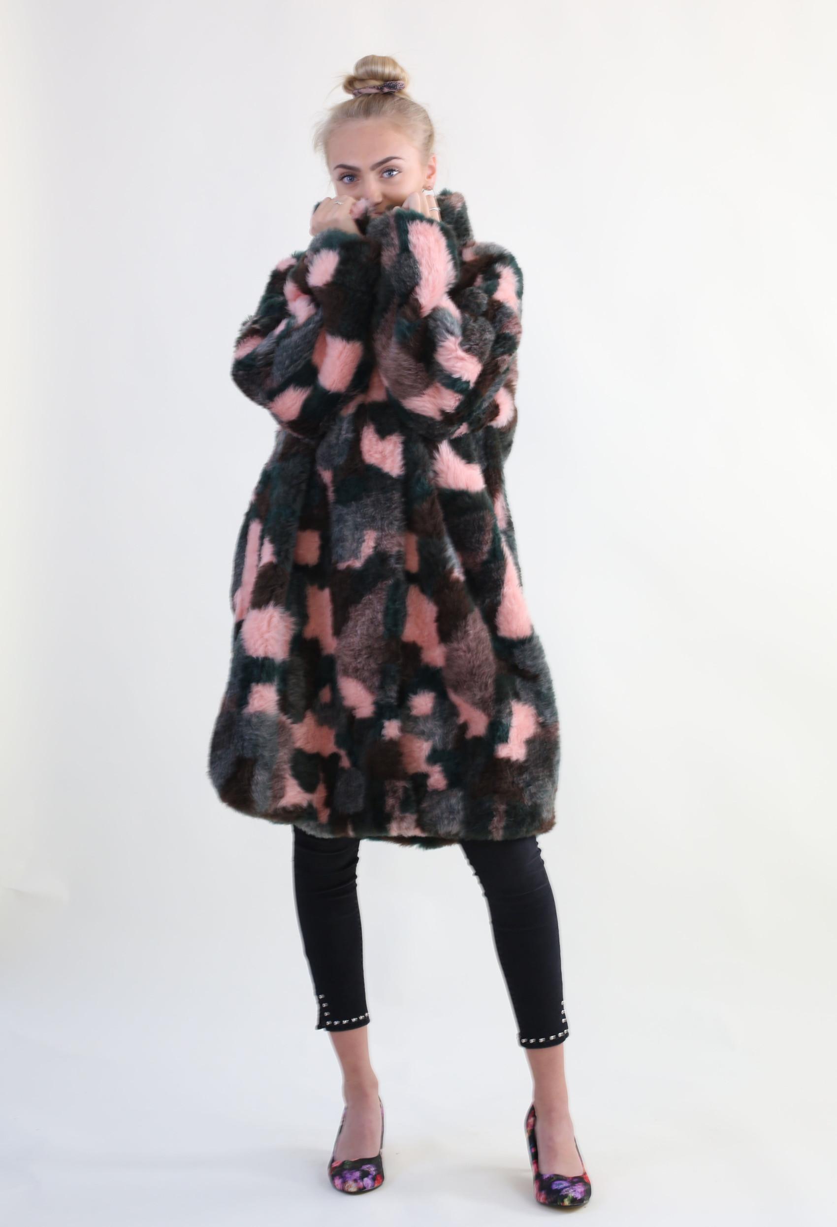 Fake fur frakke DIY – minimalisme findes ikke her fake fur coat 2