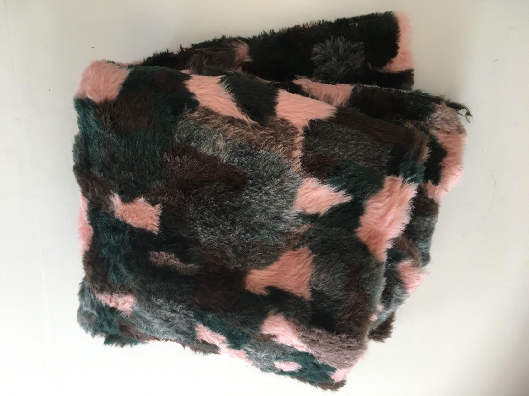 Fake fur frakke DIY – minimalisme findes ikke her fake fur coat 3