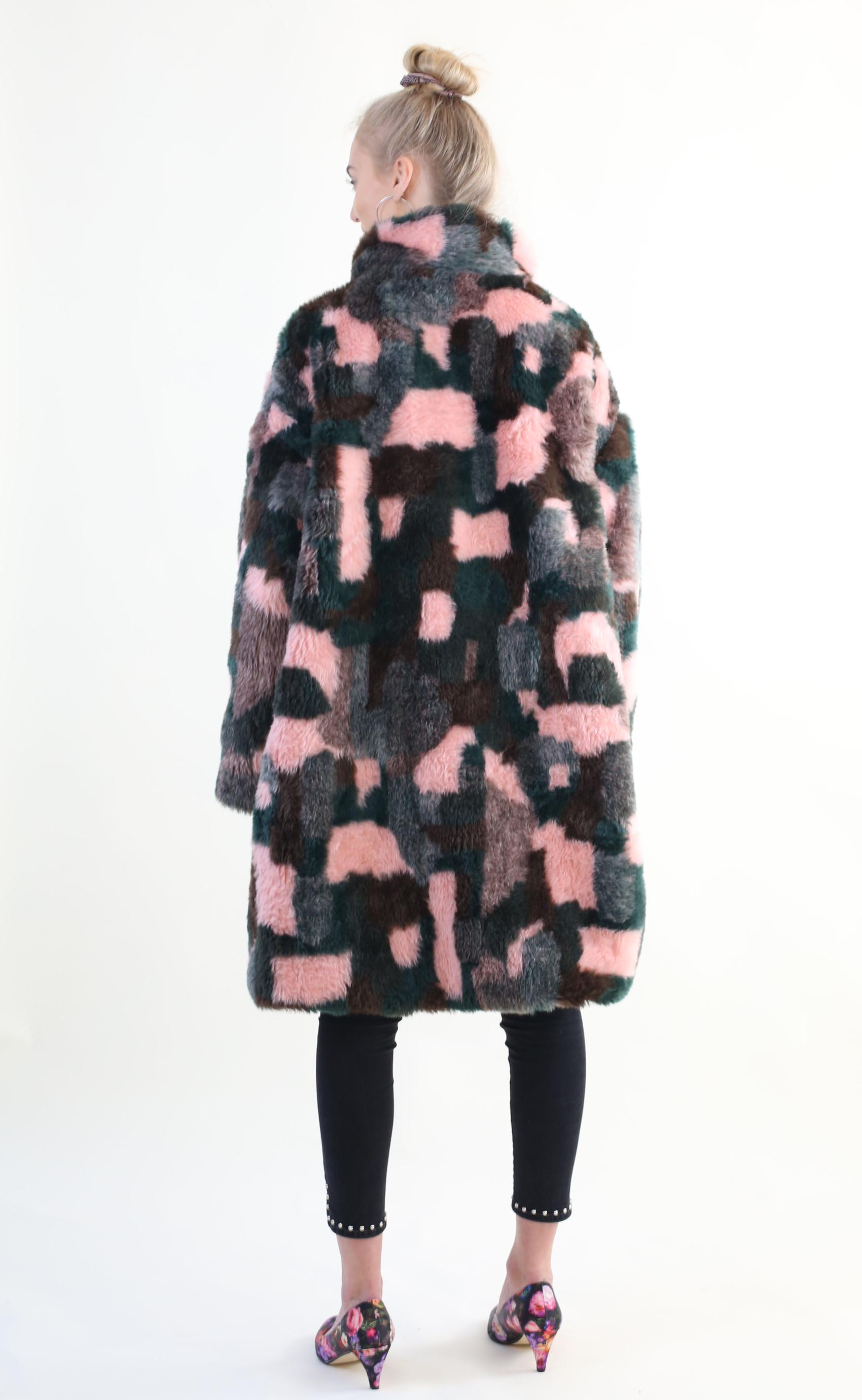 Fake fur frakke DIY – minimalisme findes ikke her fake fur coat 4